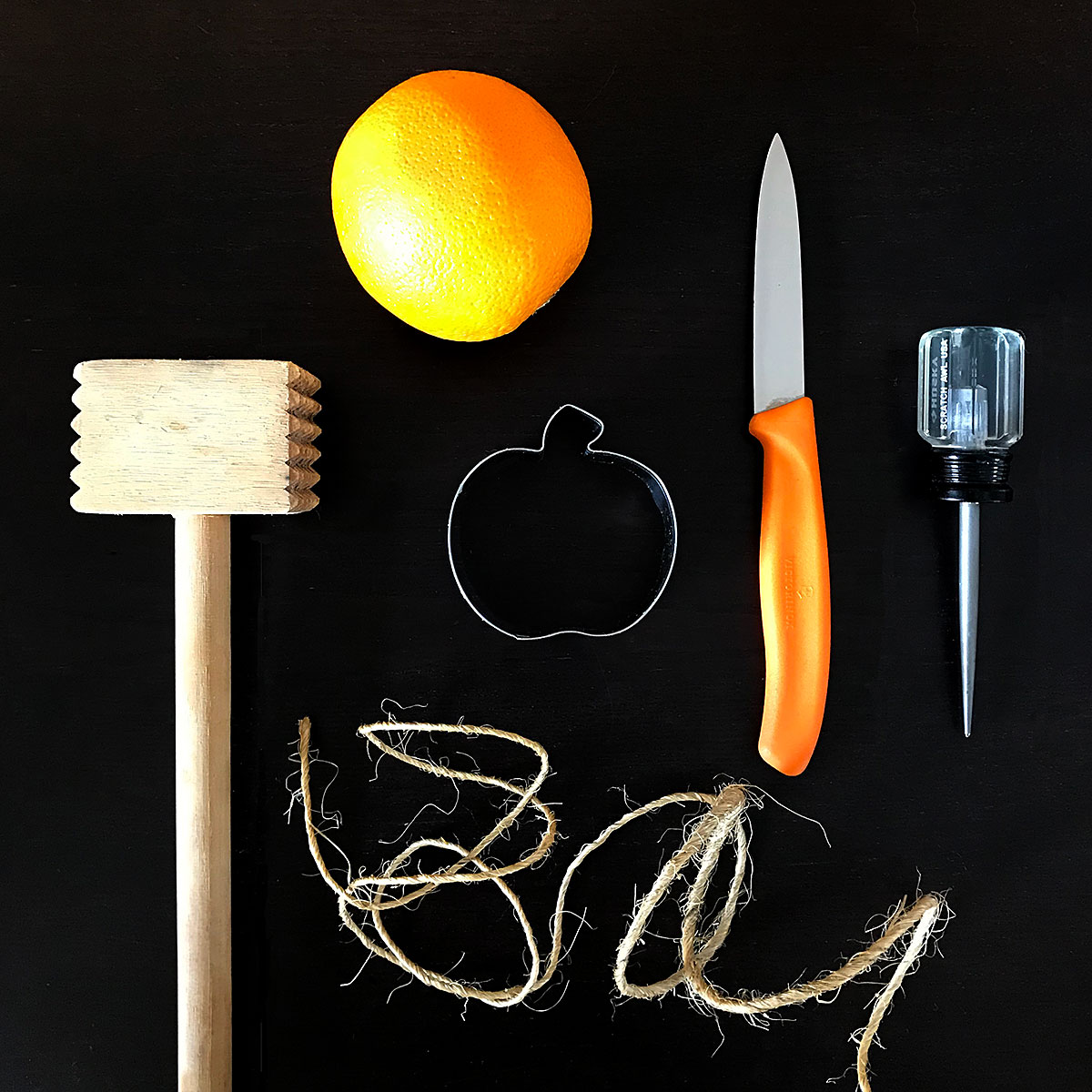 Tiny Trash Can orange peel jack-o'-lantern craft diy